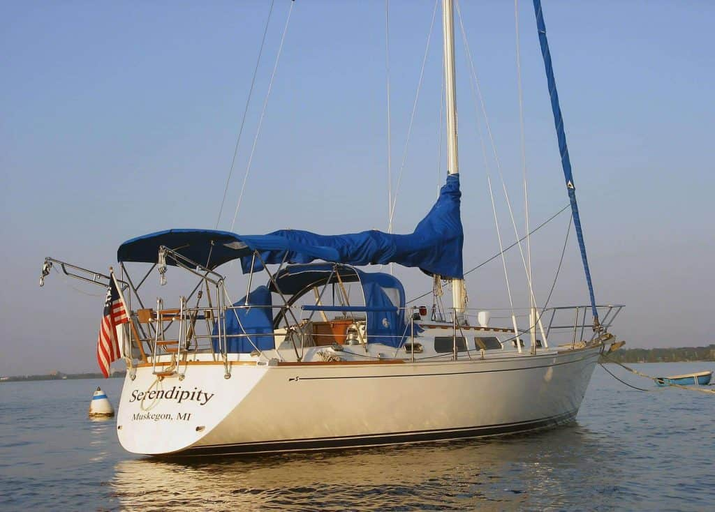 Couple addicted to sailing, can't see living in a house