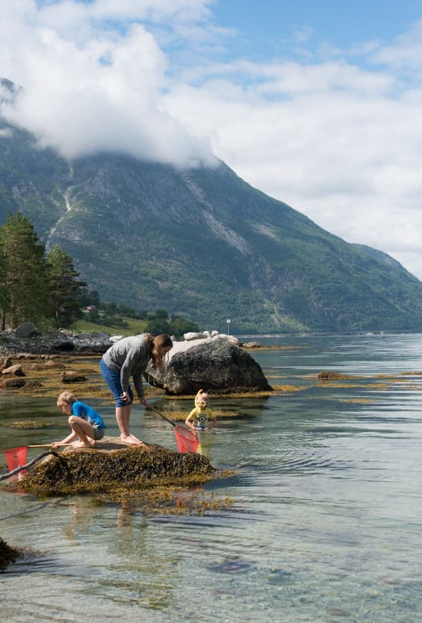 Family of five travels the world as nomads