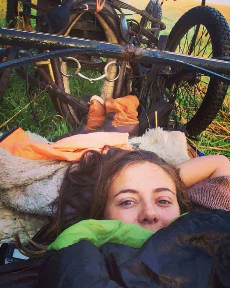 woman lives in horse drawn wagon in England