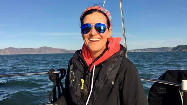 Woman quits her job for a liveaboard sailboat