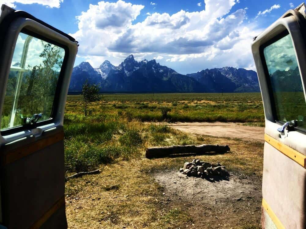 Beautiful free campsite with a view of the mountains