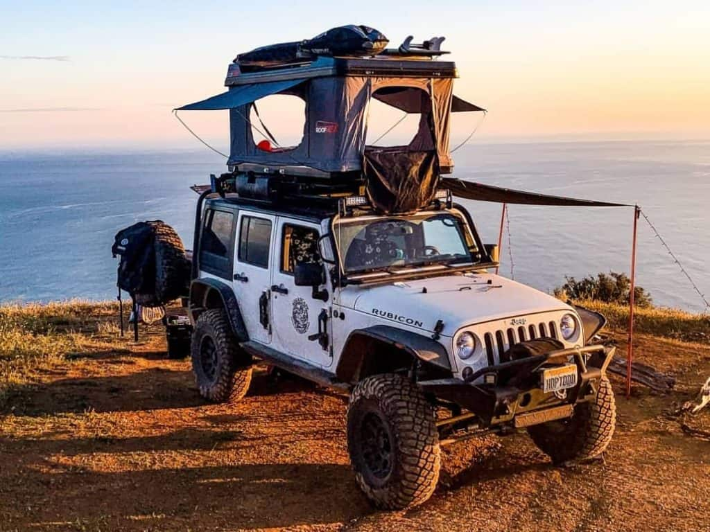Roofnest Sandpiper tent on the top of a Jeep