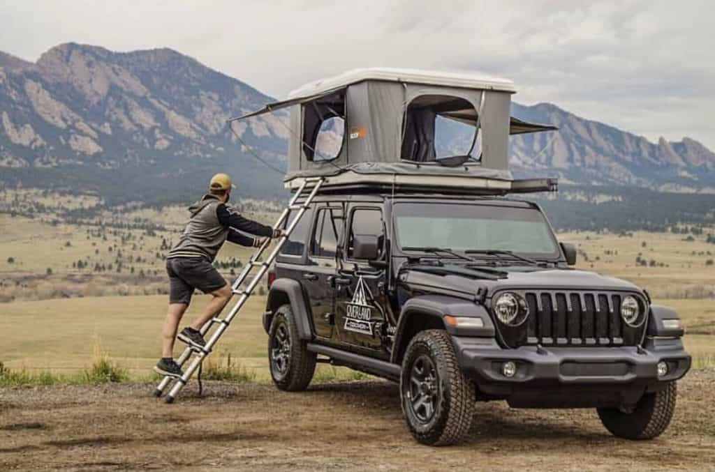 Jeep camper with Roofnest rooftop tent