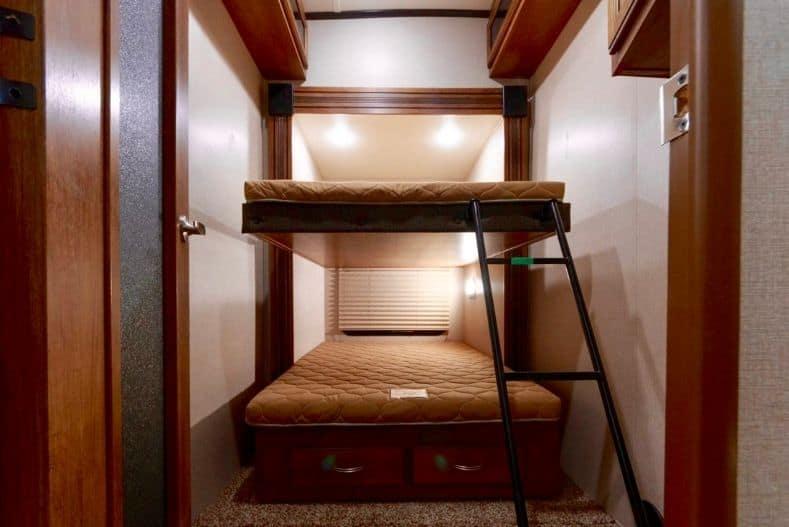 Coachmen Chaparral bunks